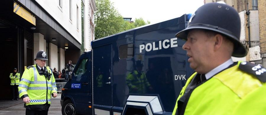 Sąd w Manchesterze skazał na dożywocie  z możliwością zwolnienia nie wcześniej niż po pięciu latach 15-letniego chłopca, który przyznał się do podżegania do terroryzmu. Jest to zapewne najmłodszy Brytyjczyk skazany za takie przestępstwo.