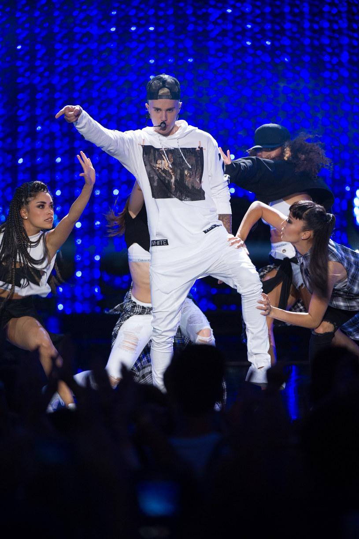 Wygląda na to, że Justin Bieber wybrał bardzo dziwny sposób na promocję swojej nowej płyty. Wokalista tym razem pojawił się pijany w Nowej Zelandii, gdzie gościnnie wystąpił u boku grupy Rae Sremmurd.