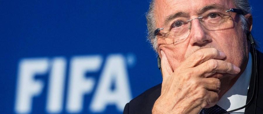 Znane na świecie firmy, najważniejsi sponsorzy współpracujący z Międzynarodową Federacją Piłki Nożnej (FIFA), domagają się natychmiastowej rezygnacji prezydenta Josepha Blattera. Oświadczenia w tej sprawie wydały w piątek Coca-Cola oraz McDonald's.