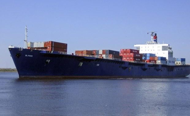 """Amerykańska straż przybrzeżna po nocy wznowiła poszukiwania uszkodzonego statku """"El Faro"""", który zaginął w okolicach Bahamów – ustalił reporter RMF FM. Na pokładzie były 33 osoby, w tym 5 Polaków. Jednostka wpłynęła w sam środek huraganu Joaqiun, przedtem załoga zdążyła jeszcze nadać sygnał SOS. Potem kontakt z nią się urwał."""