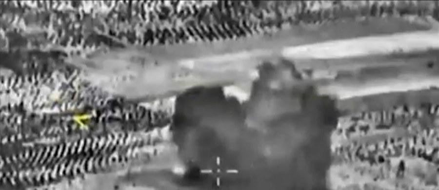 """W ciągu 24 godzin wykonaliśmy 20 lotów nad Syrią i zbombardowaliśmy 9 celów Państwa Islamskiego - twierdzi rosyjski resort obrony. Amerykanie przekazują jednak inny obraz sytuacji. """"Wall Street Journal"""" donosi o kolejnym rosyjskim ostrzale syryjskiej opozycji szkolonej przez CIA. Barack Obama ostrzega Kreml, że """"te działania wepchną Rosję w bagno""""."""