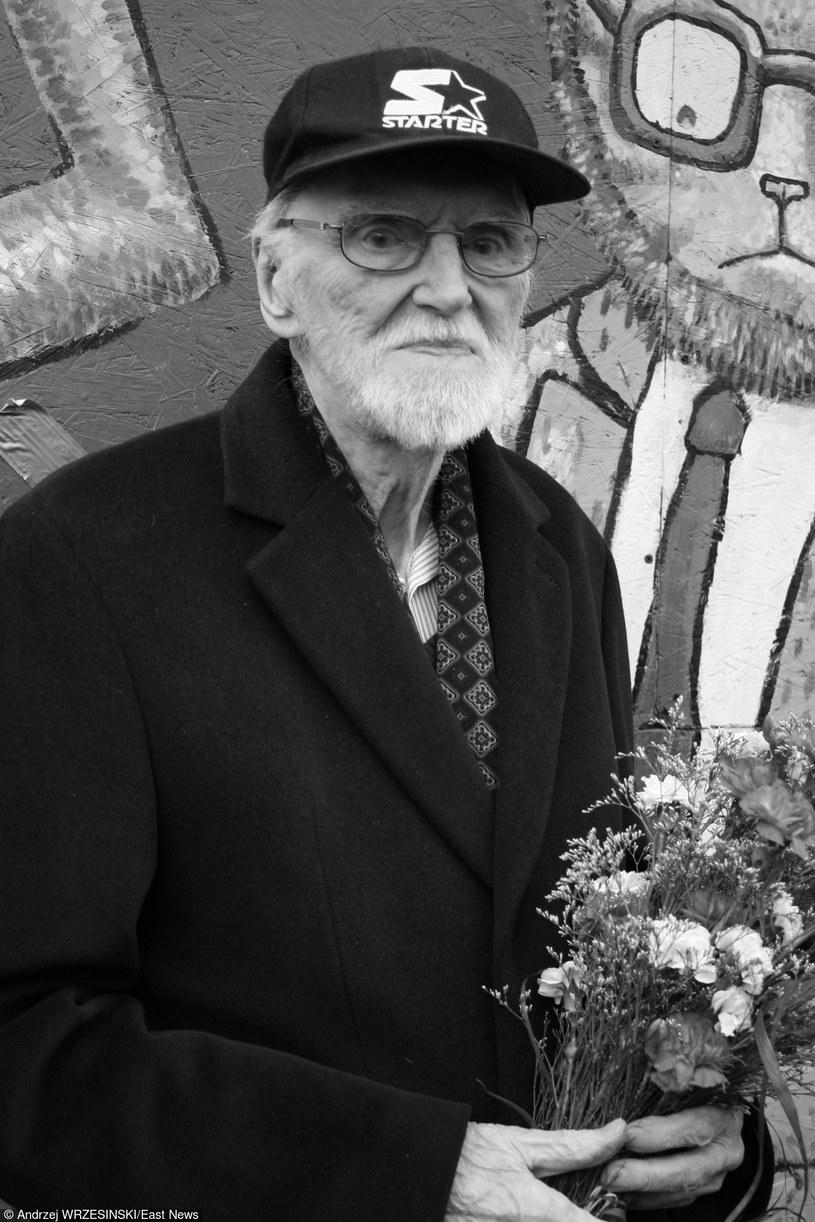 """W wieku 94 lat w sobotę (3 października) o godz. 5 nad ranem w Gdyni zmarł Franciszek Walicki, uważany za """"ojca chrzestnego"""" polskiego rocka - poinformował Marcin Jacobson, działający od wielu lat w środowisku muzycznym."""