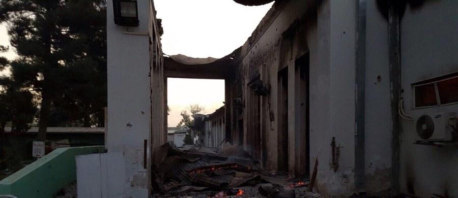 19 osób - w tym troje dzieci - zginęło, a 37 zostało rannych wskutek omyłkowego zbombardowania szpitala prowadzonego przez organizację Lekarze bez Granic (MSF) - podała jej rzeczniczka. Dowódca wojsk USA w Afganistanie gen. John Campbell przeprosił za atak.