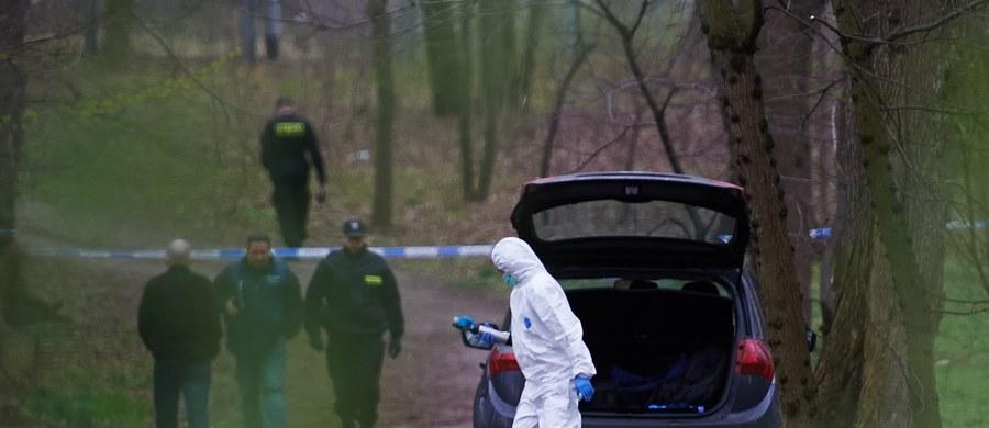 33-latek podejrzewany o to, że wczoraj w Zielonej Górze zabił żonę i dwie córki, został znaleziony martwy – ustalił Adam Górczewski. Domniemany sprawca tej makabrycznej zbrodni popełnił samobójstwo.