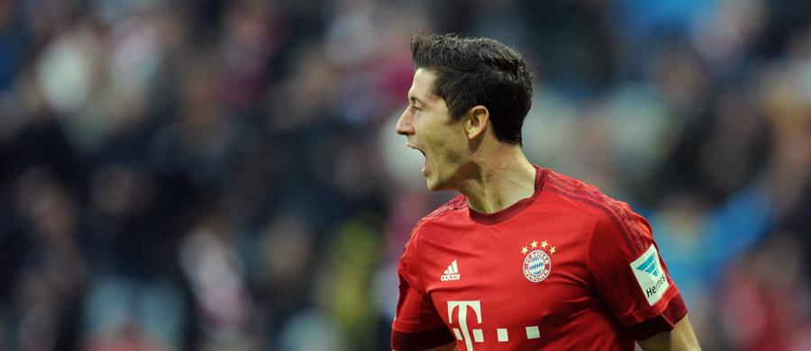Robert Lewandowski nie zwalnia tempa. Snajper Bayernu Monachium w meczu na szczycie niemieckiej Bundesligi dwukrotnie trafił do siatki swojego byłego klubu - Borussi Dortmund. Bawarczycy wygrali aż 5:1, a Lewandowski w znakomitym humorze przyjedzie na zgrupowanie reprezentacji Polski.