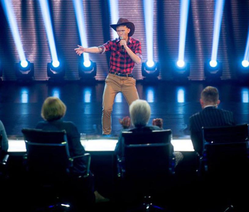"""Tym razem jurorzy muzycznego show Polsatu nie szafowali aż tak pochlebnymi opiniami. W głosowaniu na """"nie"""" wyspecjalizował się Piotr Rogucki."""