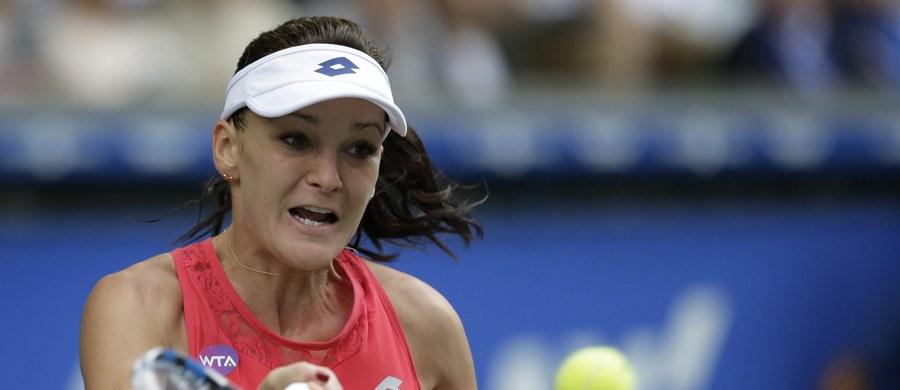Rozstawiona z numerem czwartym Agnieszka Radwańska awansowała do drugiej rundy tenisowego turnieju WTA Premier Mandatory na twardych kortach w Pekinie (pula nagród 4,749 mln dol.). Amerykanka Coco Vandeweghe skreczowała po pierwszym przegranym secie 3:6.