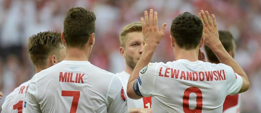 Około 10 milionów złotych do podziału dostaną piłkarze reprezentacji Polski, jeśli w tym tygodniu przypieczętują awans na przyszłoroczne mistrzostwa Europy. To rekordowa premia w polskim futbolu.