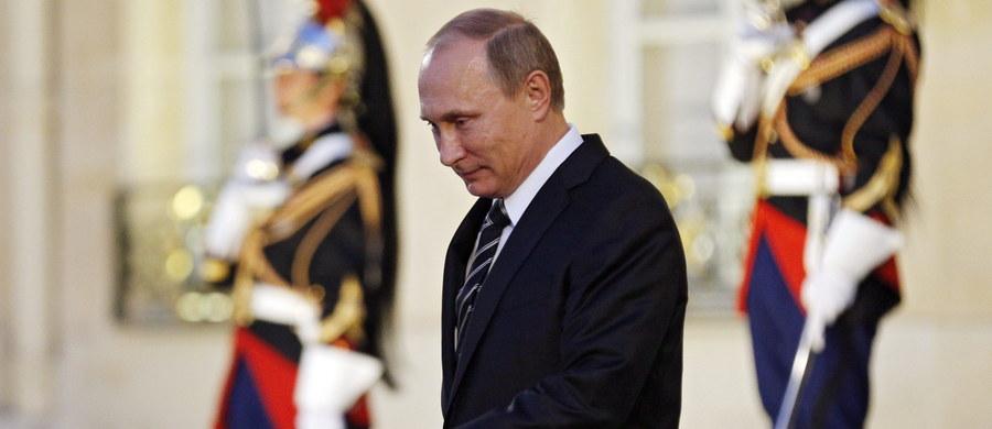 """Ukraiński prezydent kpi z Władimira Putina. """"Zamiary Putina są proste: poniósł klęskę, chcąc utworzyć Noworosję na wschodzie Ukrainy, ale nie może pozbyć się tej logiki i spróbuje zbudować Nowosyrię, by wzmocnić swoją pozycję"""" - stwierdził Petro Poroszenko w wywiadzie dla ukraińskich mediów. I nie jest w swoich ocenach osamotniony."""