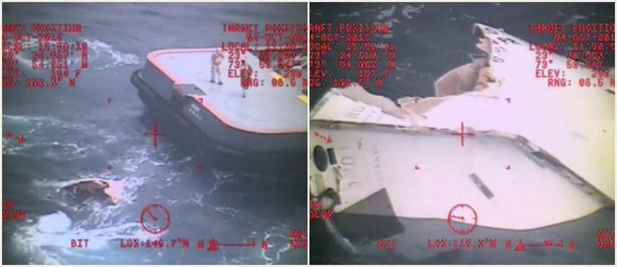 """Pięciu Polaków, którzy wraz z 28 Amerykanami płynęli zaginionym kontenerowcem """"El Faro"""", nie należało do załogi tego statku. Byli członkami ekipy pomocniczej - poinformował właściciel jednostki. Trwają poszukiwania rozbitków. Statek, który płynął z Jacksonville do Portoryko zatonął po tym, jak został uszkodzony przez huragan Joaquin. Poszukiwania jednostki i rozbitków trwają od czwartku."""