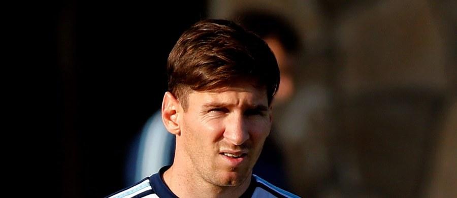 Starszy brat słynnego piłkarza Barcelony Lionela Messiego, Matias, trafił  do aresztu w argentyńskim Rosario za nielegalne posiadanie broni. Podczas rutynowej kontroli drogowej policjanci znaleźli w schowku jego samochodu rewolwer kalibru 22 milimetry.