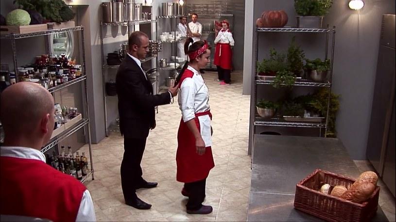 """Wykrywacze metali, ochrona w restauracji, w kuchni i przed wejściem oraz limuzyny z przyciemnianymi szybami - w kolejnym odcinku """"Hell's Kitchen"""" pojawią się goście, którym szef Wojciech Modest Amaro musiał zapewnić maksymalne bezpieczeństwo."""