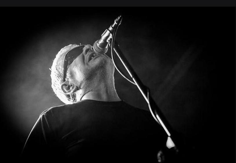 Potrójną niespodziankę na październik przygotował poeta i wokalista Świetlików - Marcin Świetlicki.