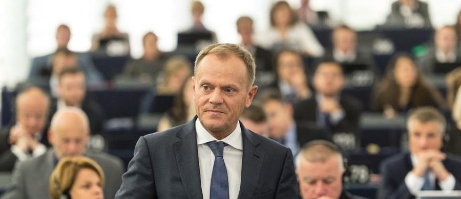 Donald Tusk cenzorem zachowania państw Unii w sprawie uchodźców. Szef Rady Europejskiej w bezprecedensowy sposób napiętnował te kraje Wspólnoty, które mają odmienną wizję problemu azylantów. Chodzi o Węgry i Słowację oraz Grecję i Włochy.