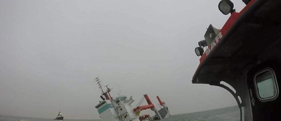 Holenderski frachtowiec zatonął nad ranem na Morzu Północnym u wybrzeży Belgii. Zderzył się ze statkiem do transportu gazu, płynącym pod banderą Wysp Marshalla. 12-osobową załogę frachtowca uratowano.