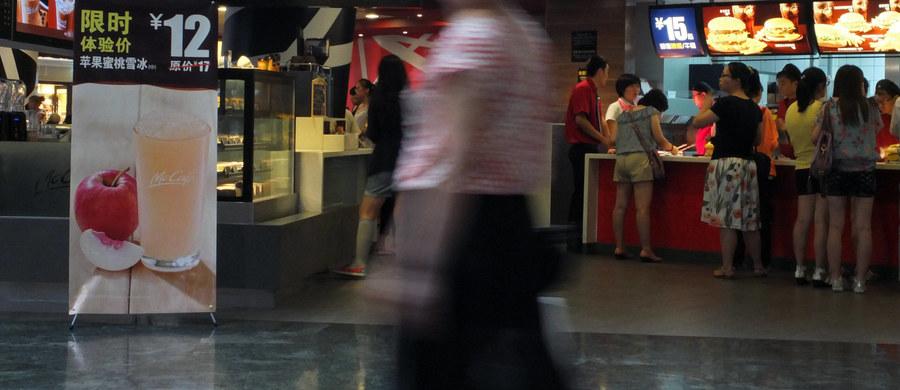 Bezdomna kobieta została znaleziona martwa przy stole w popularnej sieciowej restauracji. O tym, że nie żyje, zorientowano się dobę po tym, jak weszła do 24-godzinnego lokalu w Hongkongu.