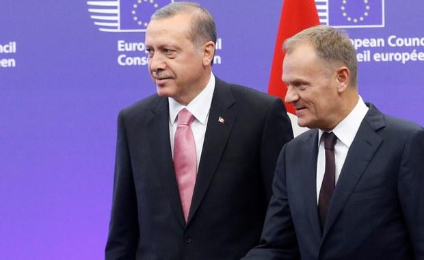 Komisja Europejska  - bez uzgodnienia z krajami członkowskimi - obiecała Turcji, że kraje Unii będą przyjmować syryjskich uchodźców z obozów na jej terytorium. Takie informacje znalazły się w dokumencie o współpracy na linii Bruksela - Ankara, którego treść przeanalizowała brukselska korespondentka RMF FM, Katarzyna Szymańska-Borginon.