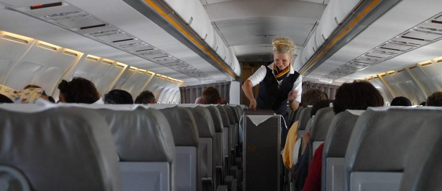 Zwolniona z pracy za seks w przestworzach. Mowa o stewardesie, która zarobiła na tym procederze 650 tysięcy funtów.