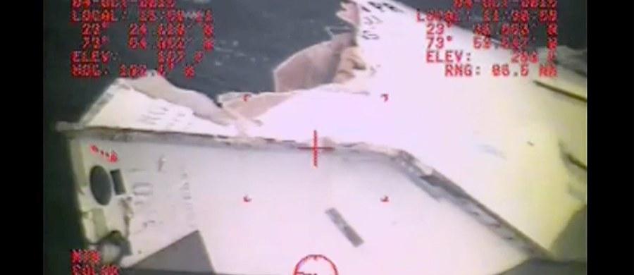 """Z każdą godziną maleją szanse na odnalezienie żywych rozbitków z kontenerowca """"El Faro"""", który zatonął podczas rejsu z Florydy do Portoryko z 33 osobami na pokładzie. Nadal trwa jednak akcja poszukiwawczo-ratunkowa - informuje amerykańska Straż Przybrzeżna."""