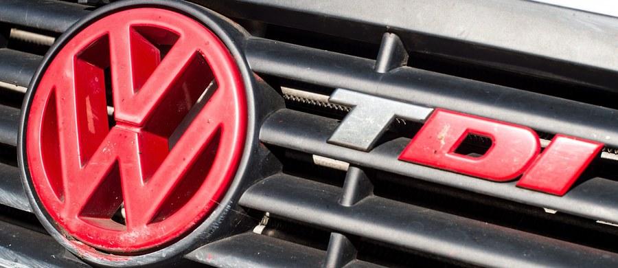 """""""Urząd Ochrony Konkurencji i Konsumentów postanowił o wszczęciu w najbliższych dniach postępowania wyjaśniającego dotyczącego manipulowania wskaźnikami emisji spalin w samochodach Volkswagen"""" - czytamy w komunikacie UOKiK. Ma ono dotyczyć ewentualnego naruszenia zbiorowych interesów konsumentów."""