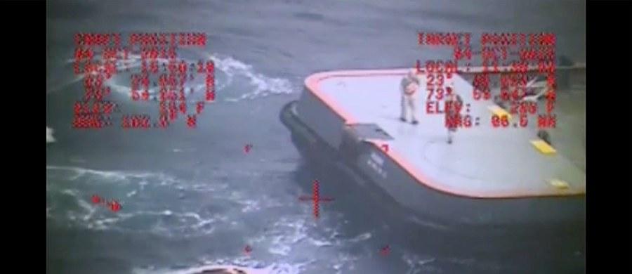 """Amerykańska Straż Przybrzeżna zakończyła poszukiwania zaginionych 33 marynarzy z kontenerowca """"El Faro"""". Statek z 28-osobową amerykańską załogą i pięcioma Polakami zatonął pierwszego października w rejonie Bahamów."""