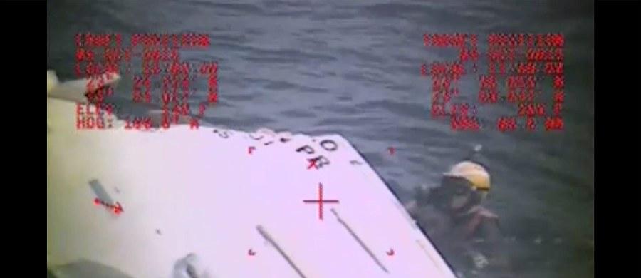 """Polscy śledczy chcą wziąć udział w dochodzeniu w sprawie zatonięcia statku """"El Faro"""" - dowiedział się amerykański korespondent RMF FM, Paweł Żuchowski. Do USA w najbliższym czasie polecą eksperci Państwowej Komisji Badania Wypadków Morskich. Trwa ustalanie szczegółów w tej sprawie. W drodze na Florydę są też rodziny Polaków, którzy byli na pokładzie kontenerowca. W nocy amerykańskie służby przybrzeżne zakończyły trwającą kilka dni akcję ratowniczą. Nie ma już szans na odnalezienie żywych osób."""