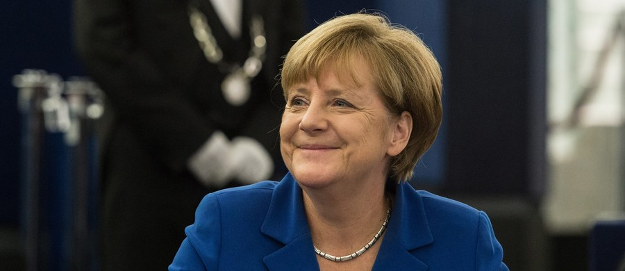 """""""Uważam, że pokojowego Nobla można otrzymać za bardzo konkretne osiągnięcia osobiste. W tej chwili za sprawę uchodźców trudno jest dawać nagrodę Nobla, ale to nie ja będę decydował"""" - mówi gość Kontrwywiadu RMF FM wiceszef MSZ Rafał Trzaskowski pytany przez słuchaczy o pokojową nagrodę Nobla dla Angeli Merkel. """"Jeżeli laureatami Nobla są tacy ludzie, jak Lech Wałęsa, czyli ludzie, którzy cierpieli za wolność i mają osobiste dokonania w tej sprawie, to ja jednak zdecydowanie wolę tego typu kandydatów, a sporo takich na świecie jest"""" - dodaje Trzaskowski."""