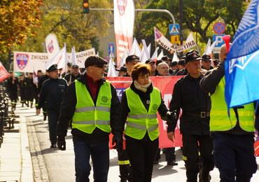 Protest mundurowych przed Sejmem. Chcą podwyżek