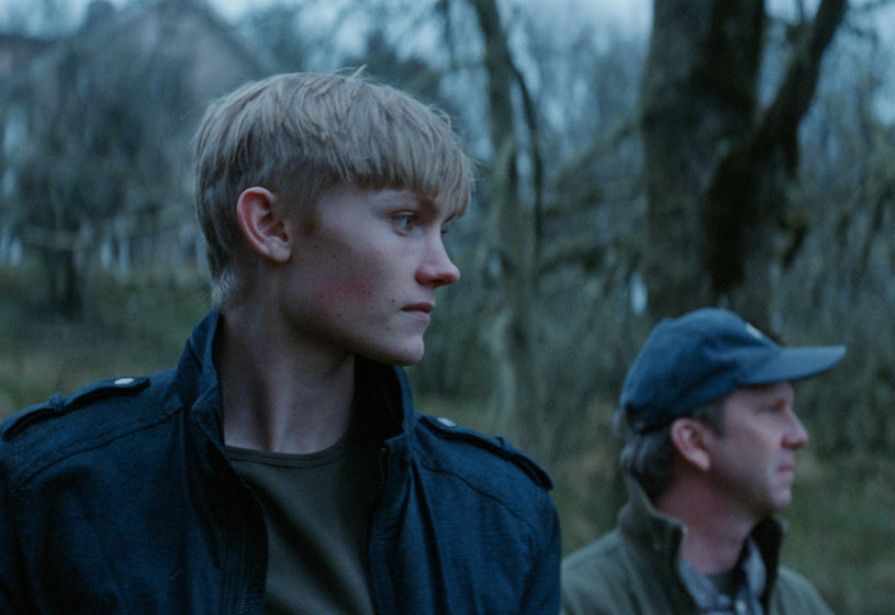 """O lęku przed drugim człowiekiem, życiowych błędach, decydujących o naszej przyszłości, i wybaczeniu, które nie jest wpisane w ludzką naturę, opowiada nagrodzony na 40. Festiwalu Filmowym w Gdyni za scenariusz i reżyserię """"Intruz""""."""