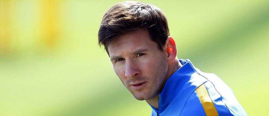 Piłkarz Barcelony Lionel Messi i jego ojciec Jorge będą sądzeni w Hiszpanii za przestępstwa podatkowe, za które grozi im kara pozbawienia wolności - ogłosił Sąd Najwyższy w Katalonii. Oddalił tym samym wniosek prokuratury, która rekomendowała rozpatrzenie tylko sprawy ojca Messiego, uznając, że gwiazdor Barcelony mógł być nieświadomy popełnienia przestępstwa.