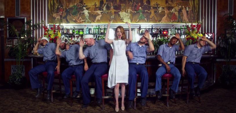 """Utwór lidera Arcade Fire z płyty """"Policy"""" doczekał się klipu. Występuje w nim aktorka Emma Stone."""