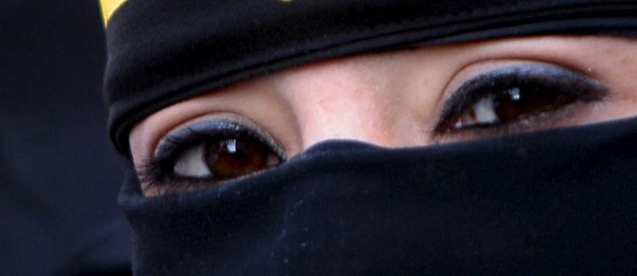 Nowy rodzaj cybernetycznego terroru? 46-letnia Sally Anne Jones, brytyjska dżihadystka, która figuruje na czarnej liście ONZ, założyła konto na Twitterze i opublikowała we wpisie prywatny adres i rodzinne fotografie amerykańskiego żołnierza, który walczył m.in. w Iraku.