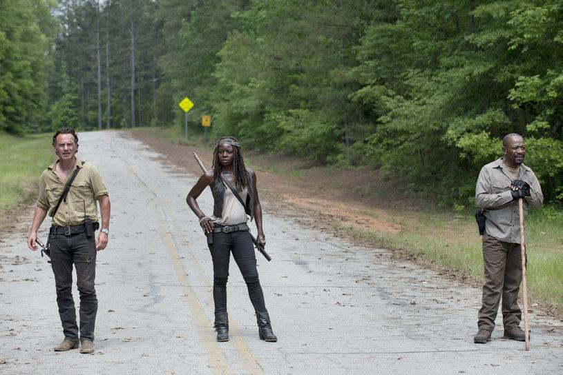 Szósty sezon popularnej serii o zombie wystartuje już w najbliższy poniedziałek, 12 października, na kanale FOX. Pierwszy, 90-minutowy odcinek polscy widzowie obejrzą zaledwie 19 godzin po amerykańskiej premierze. Uwaga, w szóstym sezonie poznamy nowych bohaterów serialu!