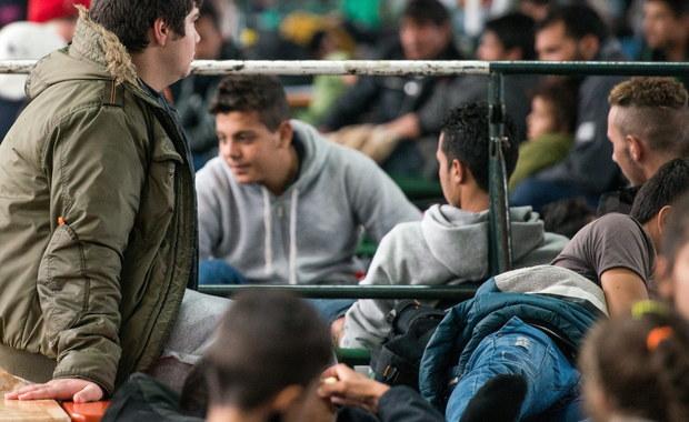 Z lotniska Ciampino w Rzymie odleciało 19 pierwszych uchodźców ze 160 tys., którzy mają być przemieszczani z Włoch i Grecji do innych krajów Unii, między innymi także do Polski (7 tys.).