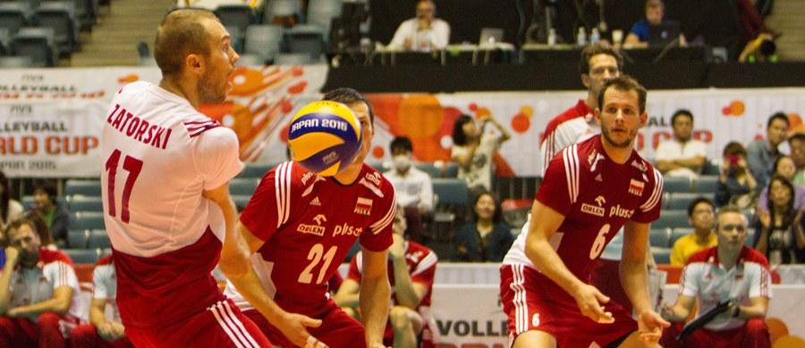 Polscy siatkarze pokonali Belgię 3:0 (25:18, 29:27, 25:16) w pierwszym meczu mistrzostw Europy! Biało-czerwoni należą do grona faworytów rozgrywanego w Bułgarii i we Włoszech turnieju. Ponadto po Pucharze Świata, w którym jedna przegrana odebrała im olimpijską przepustkę, chcą sami sobie udowodnić, że są w stanie wygrywać ze wszystkimi.