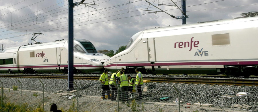 Na polecenie rządu policja w Hiszpanii bada, czy przyczyną kilkugodzinnej awarii na linii szybkiego ruchu Madryt-Barcelona mógł być sabotaż. Przerwanie w dwóch miejscach kabla z włókna optycznego sprawiło, że 40 pociągów z 13 tys. pasażerów utknęło w drodze.