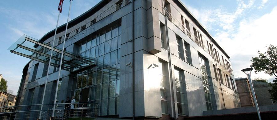 """Milicja we Lwowie uznała, że wybuch na terenie konsulatu Polski w tym mieście był """"aktem chuligańskim"""". Zgodnie z ukraińskim prawem jego sprawcom grozi od trzech do siedmiu lat pozbawienia wolności."""