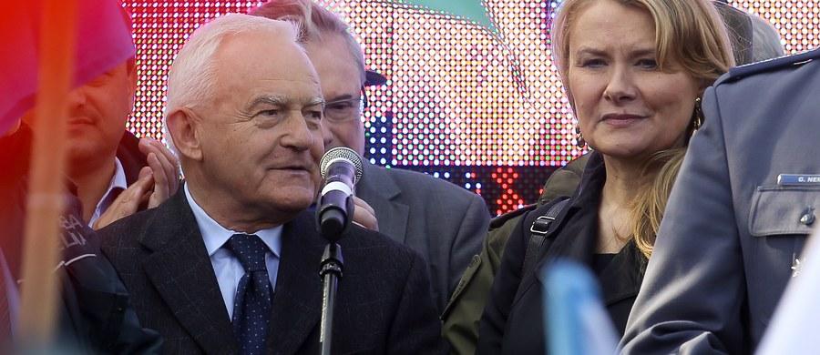 Przeprosiny szefa SLD Leszka Millera pod adresem lidera Nowoczesnej Ryszarda Petru mają zostać opublikowane. Były premier złożył zlecenie emisji spotu z przeprosinami - dowiedziała się w piątek PAP.