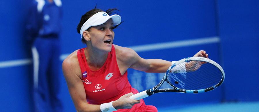 Rozstawiona z numerem czwartym Agnieszka Radwańska przegrała z Hiszpanką Garbine Muguruzą (5.) 6:4, 3:6, 4:6 w półfinale tenisowego turnieju WTA Premier Mandatory na twardych kortach w Pekinie.