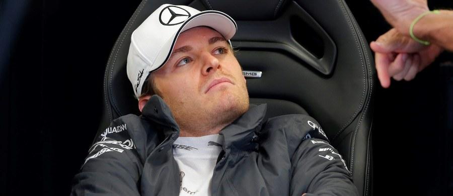 Niemiec Nico Rosberg wystartuje z pole position w niedzielnym wyścigu o Grand Prix Rosji. Obok niego z pierwszej linii, podobnie jak dwa tygodnie temu w Japonii, ruszy partner z zespołu Mercedes - broniący tytułu mistrza świata Formuły 1 Brytyjczyk Lewis Hamilton.