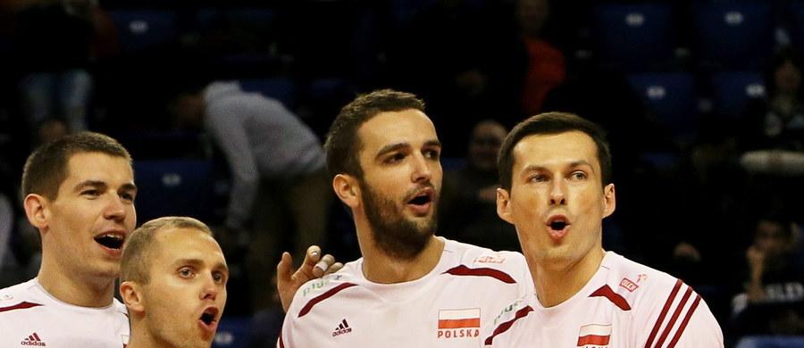 Polscy siatkarze pokonali w Warnie reprezentację Białorusi 3:0 (25:13, 25:19, 25:17) w ostatnim meczu grupowym mistrzostw Europy siatkarzy w Bułgarii i Włoszech. Tym samym zapewnili sobie bezpośredni awans do ćwierćfinału.