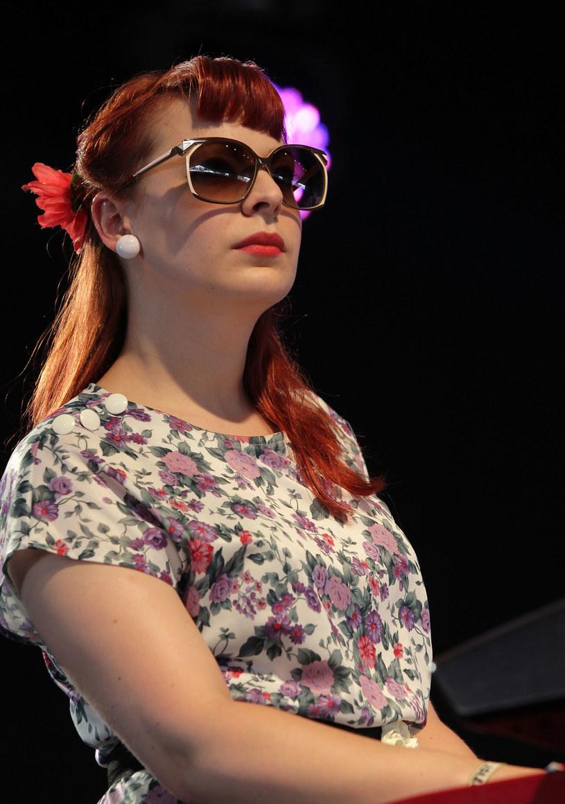 Wokalistka szkockiej grupy Camera Obscura zmarła w niedzielę (11 października), przegrywając walkę z rakiem kości. Miała 33 lata.