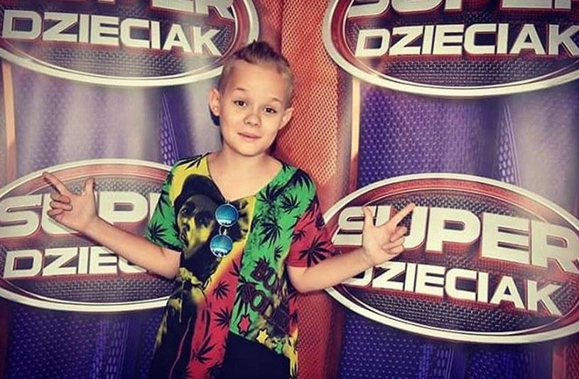 """Za nami pierwszy odcinek nowego programu """"SuperDzieciak"""". Najwięcej emocji wśród internautów wzbudził 12-letni wokalista Wojtek Olejarz, który jednak pożegnał się już z programem."""