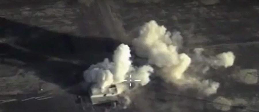 """Rosyjska operacja wojskowa w Syrii do złudzenia przypomina scenariusz zrealizowany wcześniej w Czeczenii — pisze publicysta """"Washington Post"""" Jackson Diehl w najnowszym numerze gazety. Jego zdaniem rosyjska strategia w Syrii polega na wykluczeniu z gry alternatywnych aktorów politycznych i narzuceniu takiego przywództwa, które odpowiada interesom Kremla."""