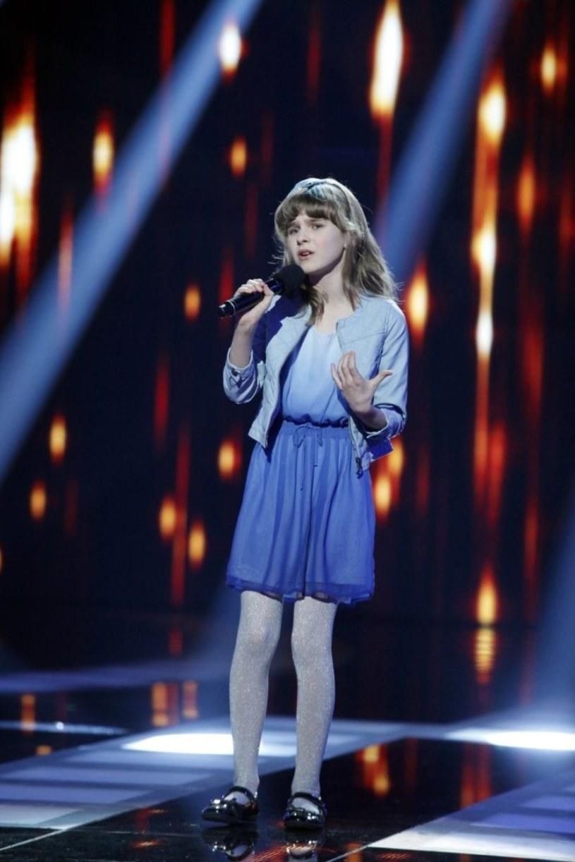 """W ostatnim odcinku """"Mam talent"""" zobaczyliśmy występ 11-letniej Kornelii Mazur. Dziewczynka nie przekonała do siebie jury, ale odejść z programu nie pozwolił jej Marcin Prokop. Prowadzący nagrodził jej wykonanie Złotym Przyciskiem."""