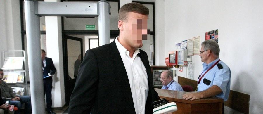 """30 dni aresztu, trzyletni zakaz prowadzenia wszelkich pojazdów i 11 tysięcy złotych zwrotu opłat biegłych sądowych - taki wyrok usłyszał w poniedziałek """"Frog"""", czyli Robert N. w Sądzie Rejonowym Warszawa-Mokotów. Został skazany za wykroczenia podczas jednego z rajdów ulicami stolicy. Adwokat pirata zapowiedział apelację od wyroku do Sądu Okręgowego."""