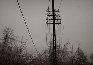 Świętokrzyskie: 6 tys. odbiorców nadal bez prądu po opadach śniegu
