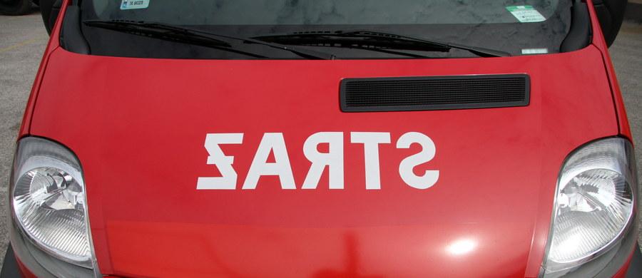 Kilkadziesiąt osób zostało ewakuowanych po tym, jak zawaliła się ściana budynku przy ulicy Kościelnej w Poznaniu. Jeśli powrót do kamienicy nie będzie możliwy, jej mieszkańcy spędzą noc w hotelach.