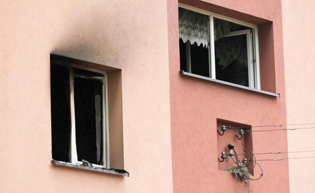 Specjaliści ocenią dziś, czy do budynku w Starych Drzewcach w Lubuskiem mogą wrócić lokatorzy. Wczoraj wieczorem w pożarze zginęły tam trzy osoby, cztery zostały ranne, a ponad 20 ewakuowano. Mieszkańcy noc spędzili u bliskich.