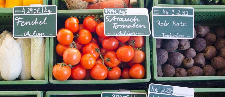 Komisja Parlamentu Europejskiego ds. rolnictwa opowiedziała się we wtorek za wprowadzeniem surowych kontroli producentów żywności ekologicznej. Kontrole powinny być przeprowadzane na każdym etapie łańcucha produkcji, aby zapobiegać oszustwom.
